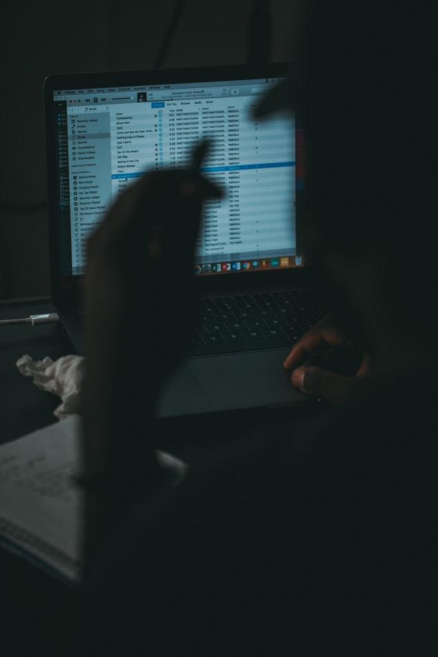 Betrüger, die versuchen, namen von e-mails auf dating-sites zu erhalten